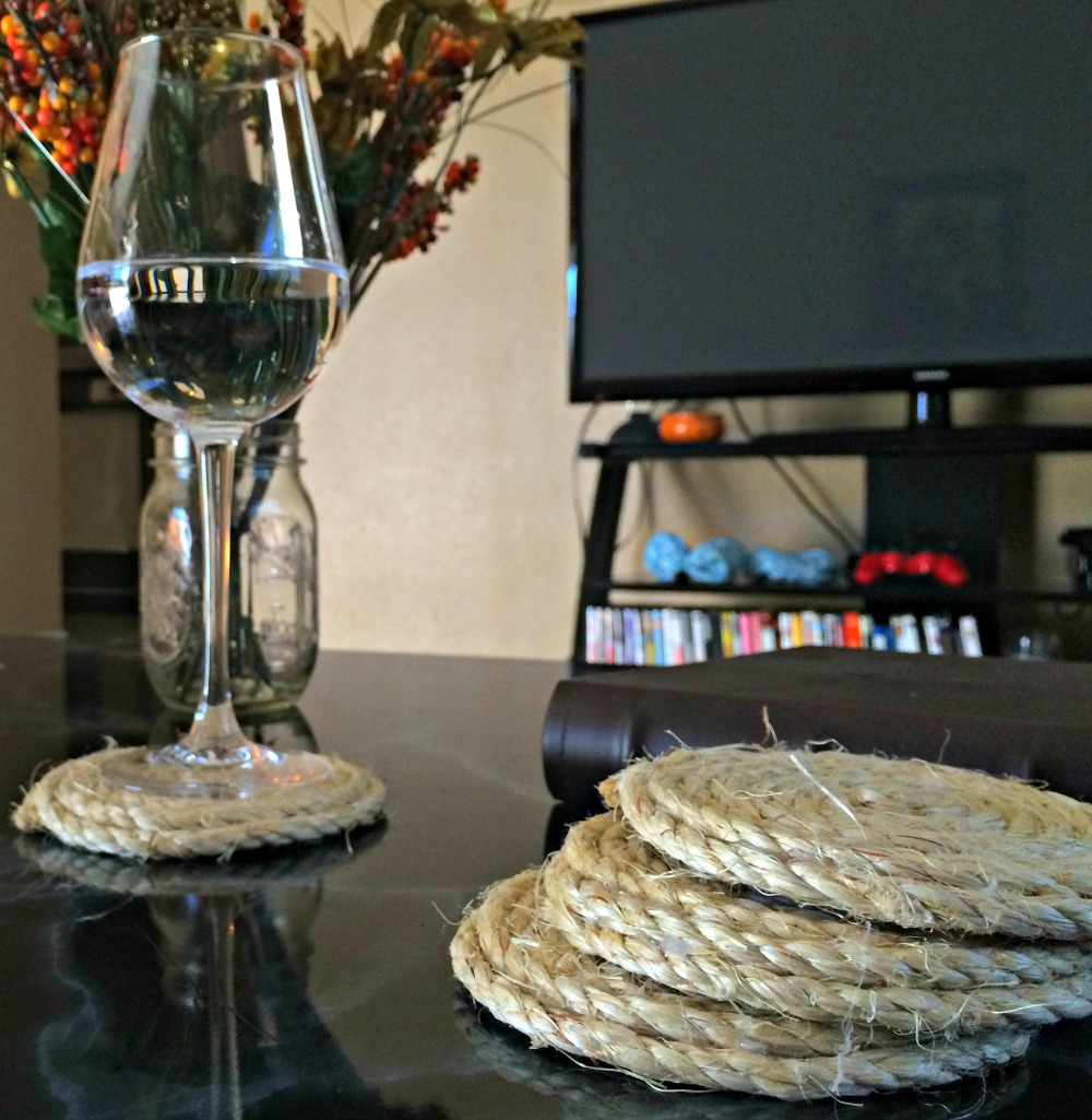 DIY Holiday Crafts Made With Rope