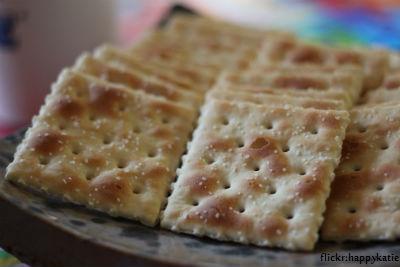 saltines on plate
