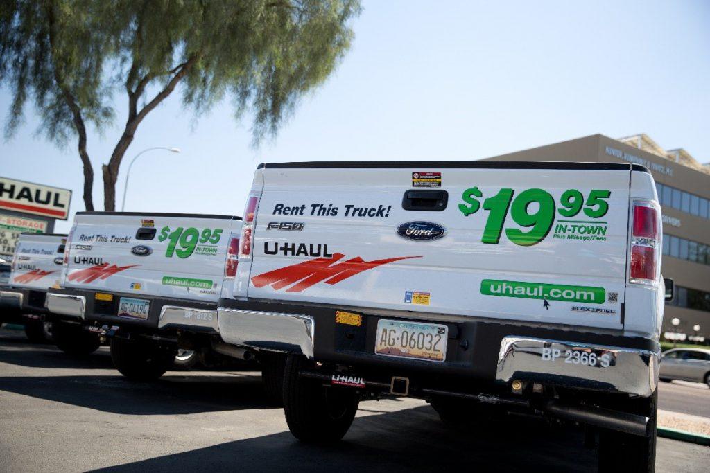 line of uhaul pickup trucks